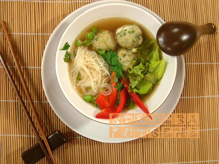 Азиатска супа от топчета с риба