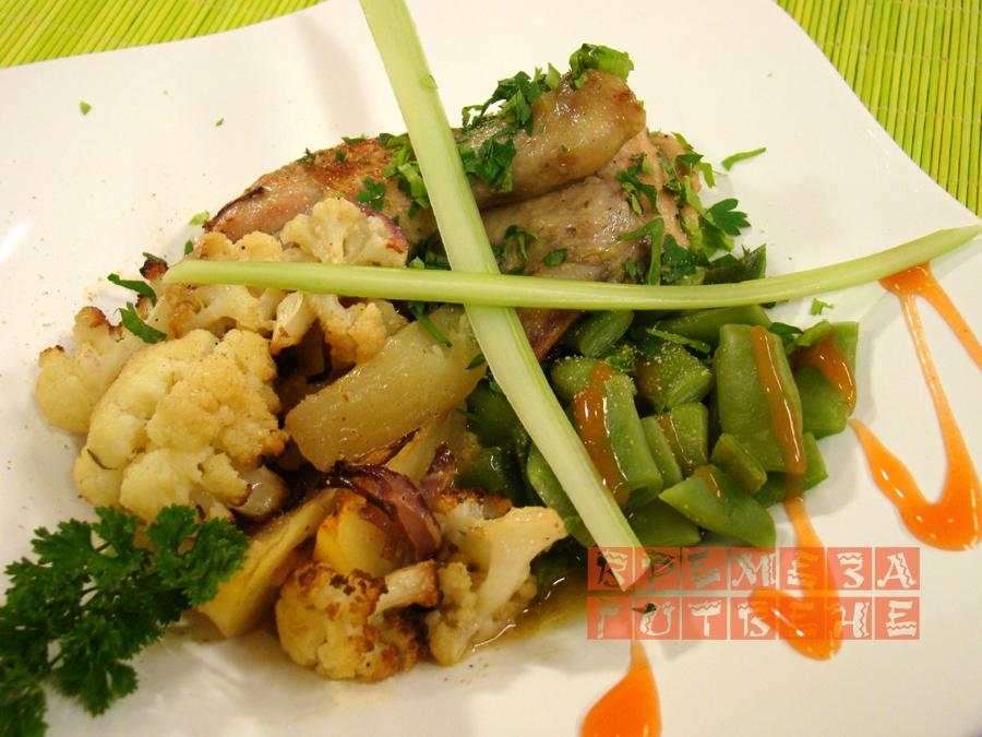 Печено пиле с карфиол и мащерка