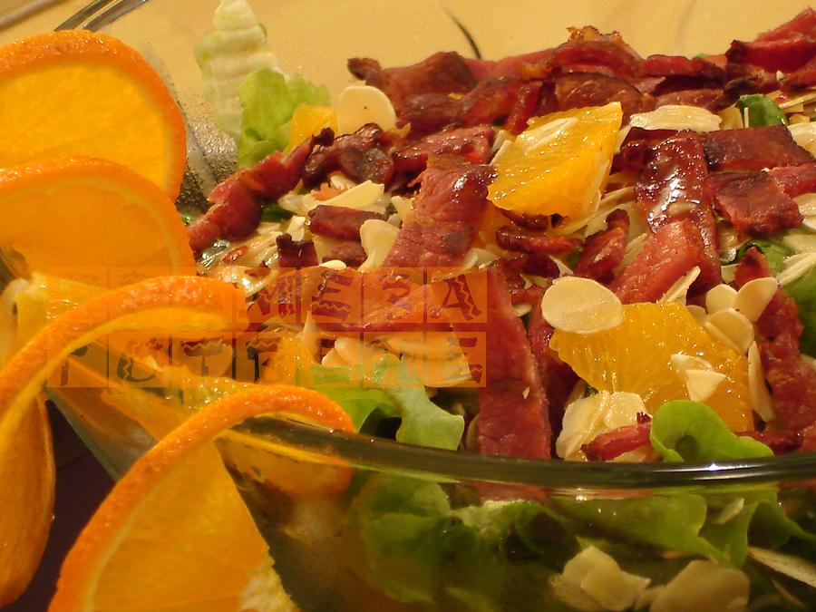 Зелена салата с бадеми,мандарини и бекон