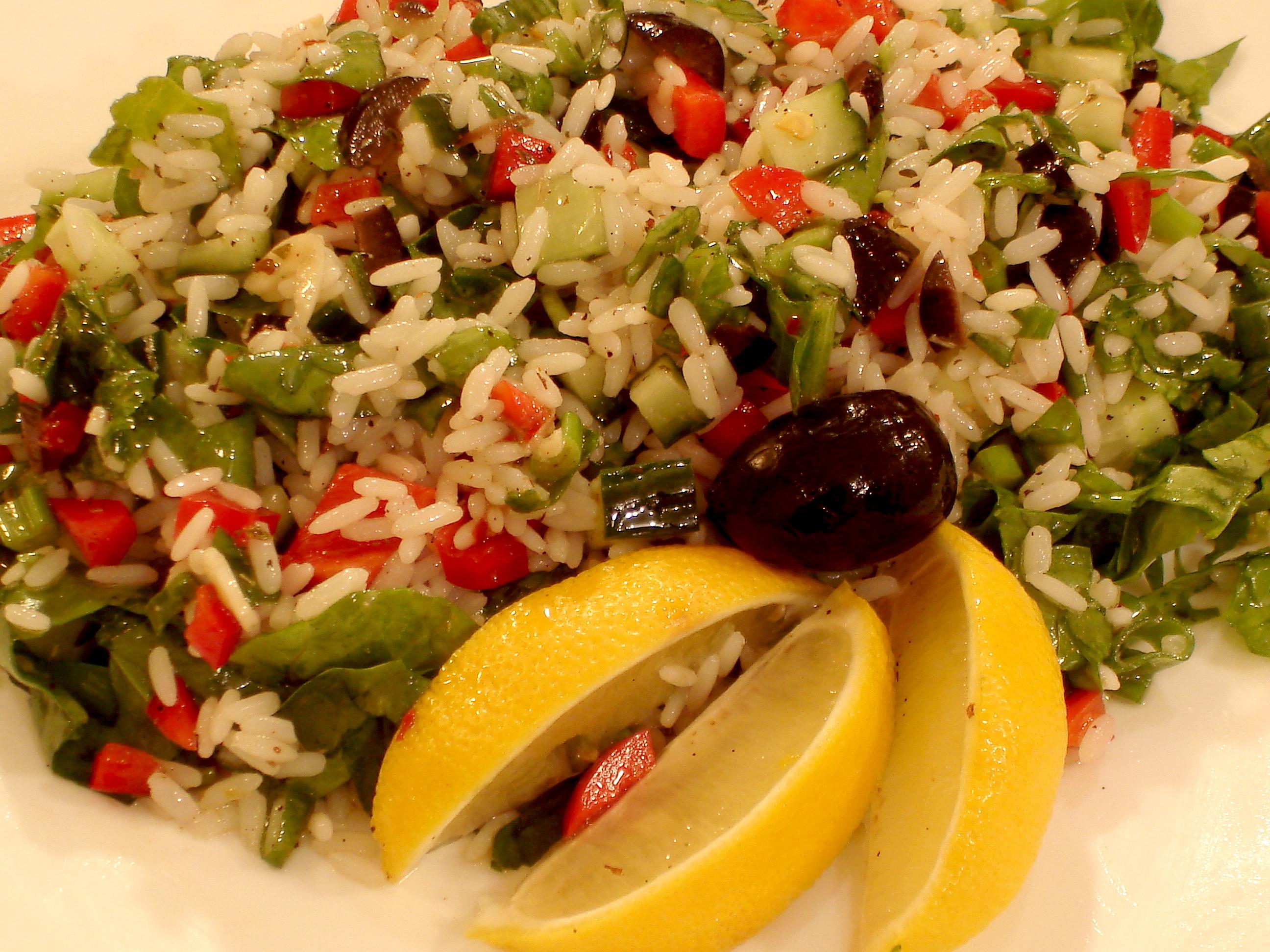 Средиземноморска оризова салата