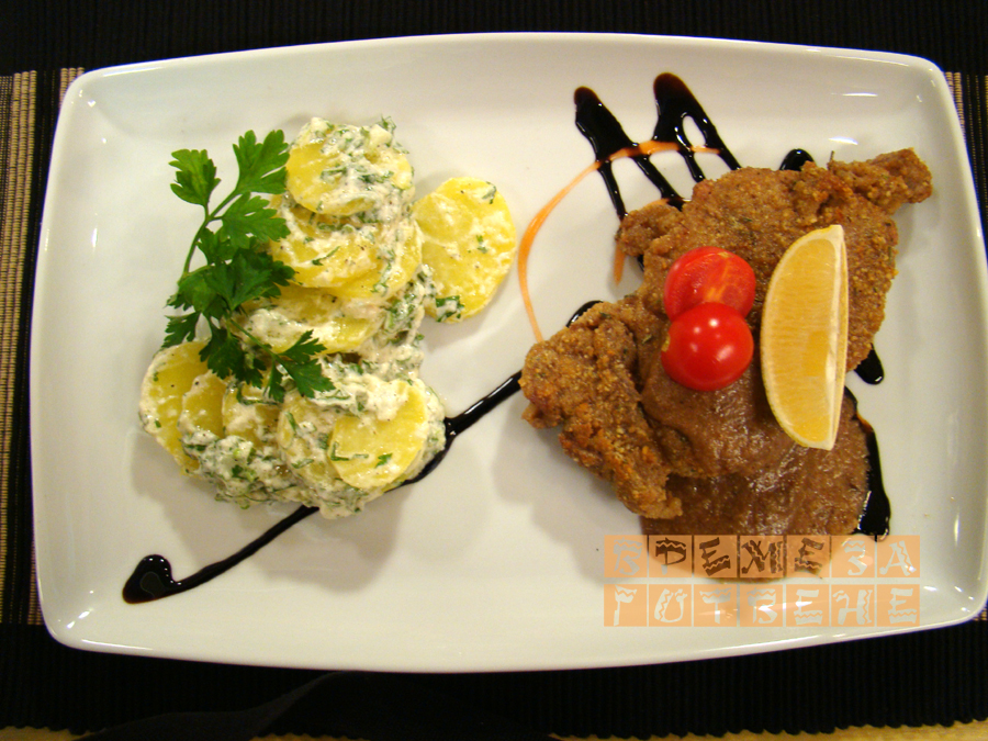 Телешко с орехова коричка и картофена салата