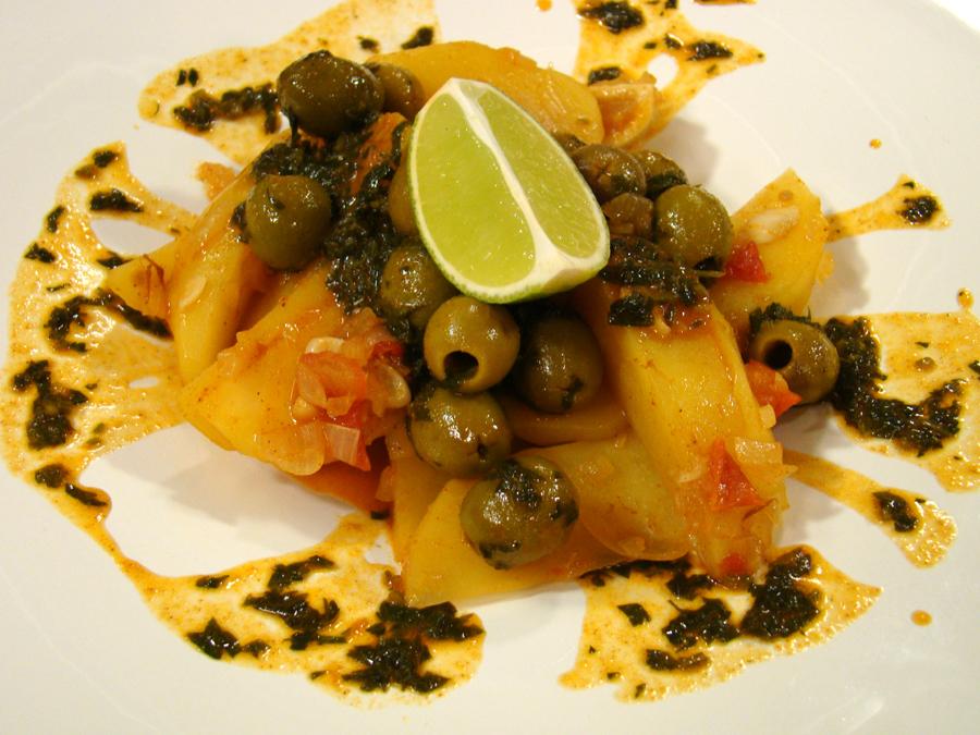Марокански гювеч с картофи и маслини