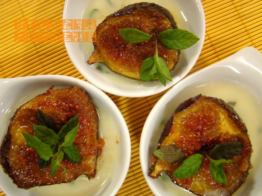 Карамелизирани смокини с млечно-ментов сос